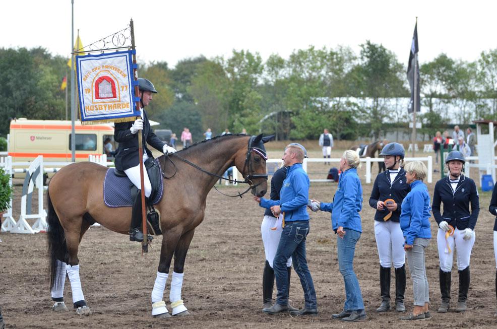RuFV Husbyharde mit Wappen auf dem Turnier